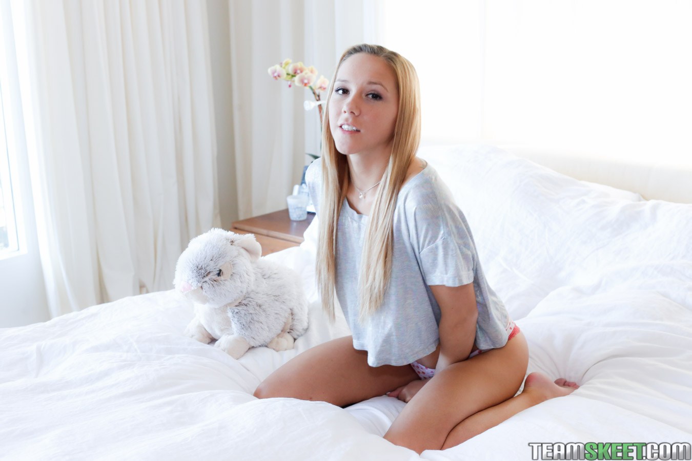 Sexy and cute amateur blonde teen doggystyle sex