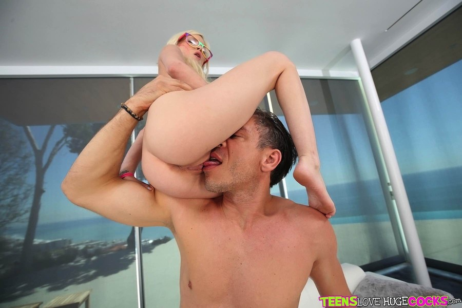 Blonde Gets Pussy Licked