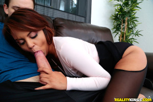 Sexy big ass latina with black stockings suck a big white dick