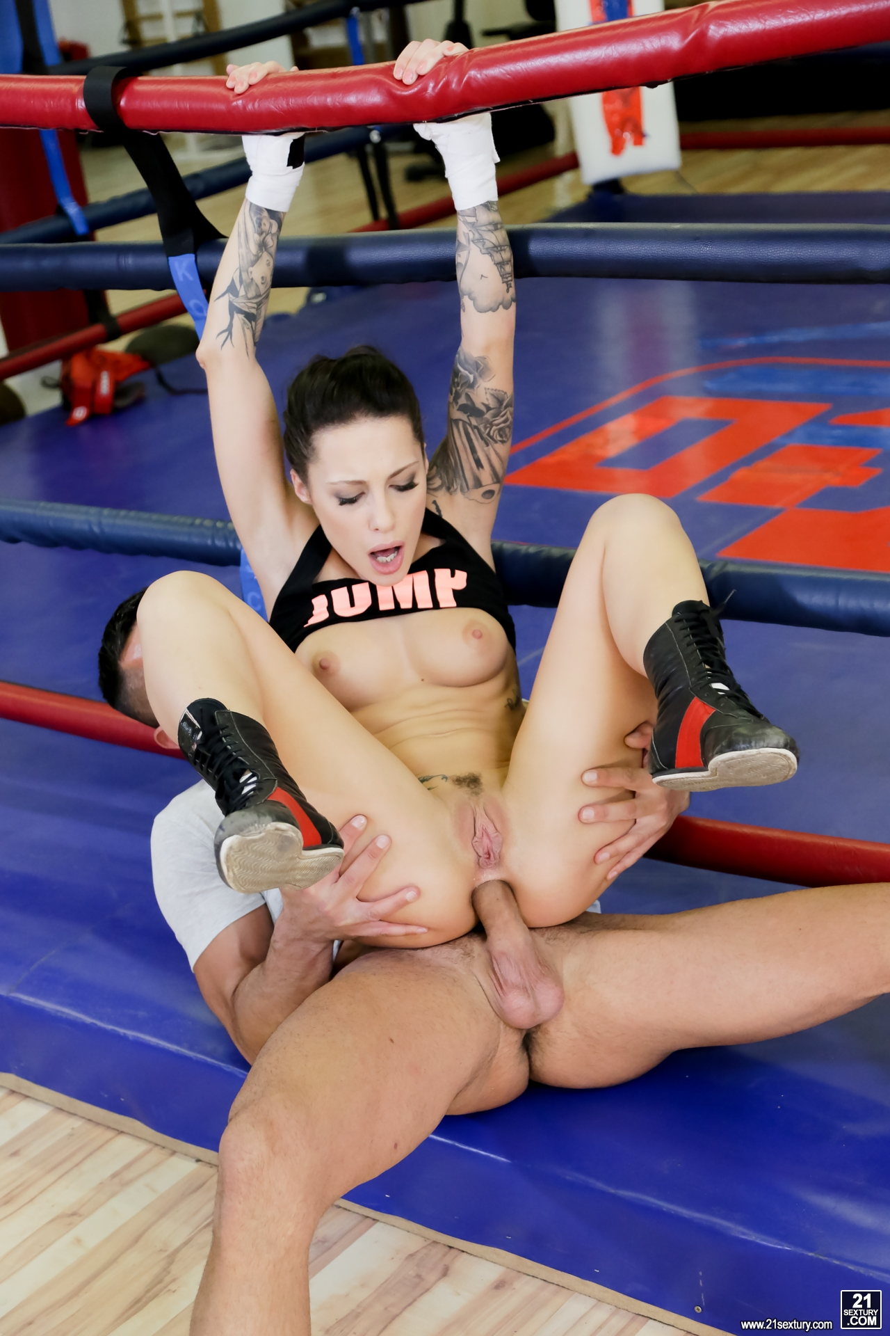 hot women fucked in the gym