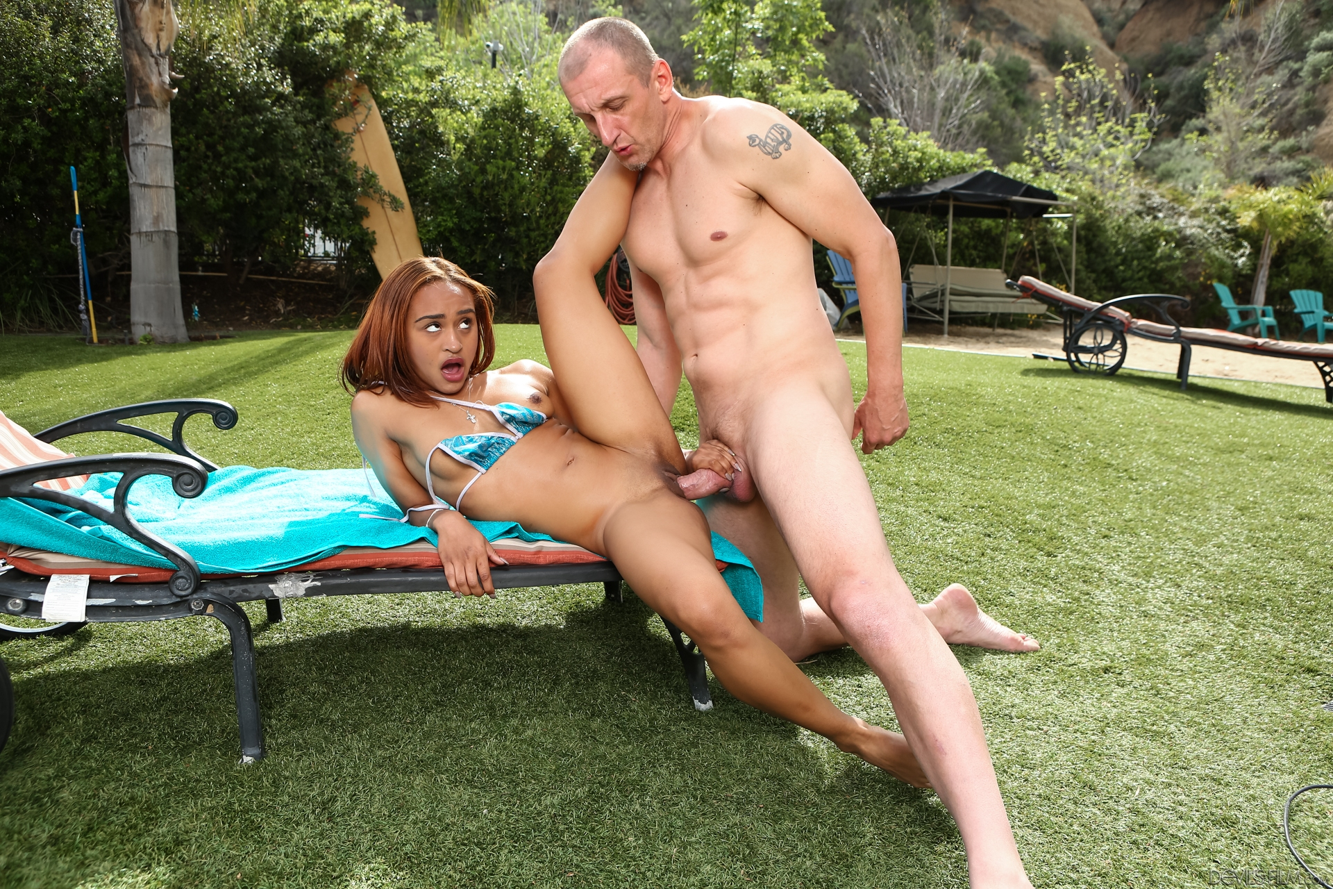 T-girl Gang Hook-up And Assfuck Outdoors