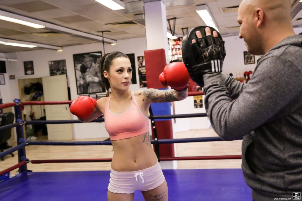 Sexy female boxer in the gym full hd picture