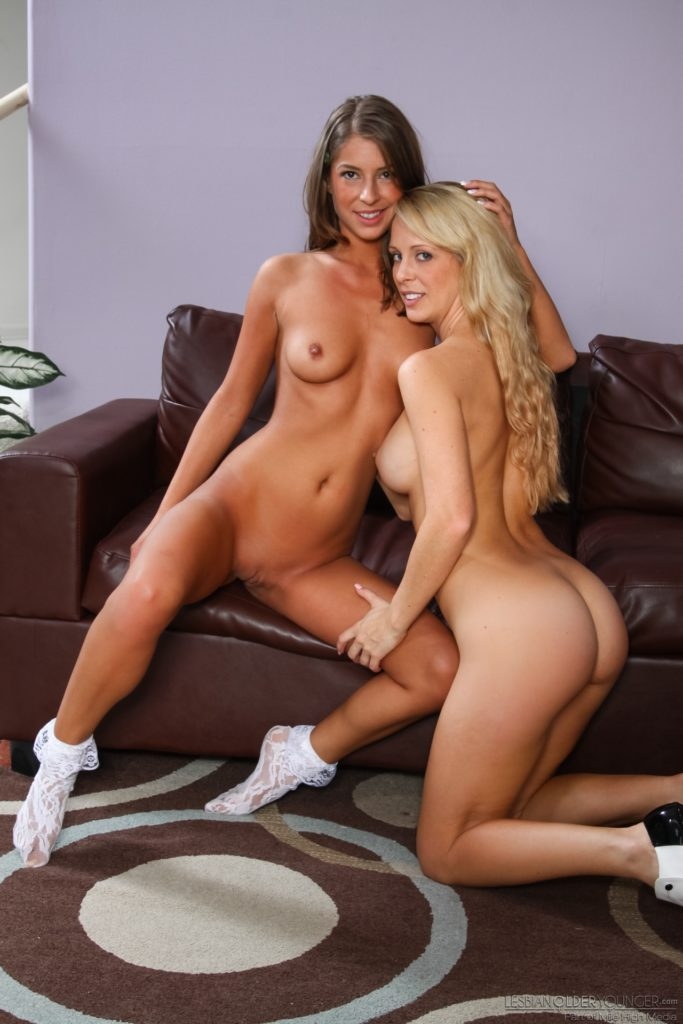 2 Sexy naked girls